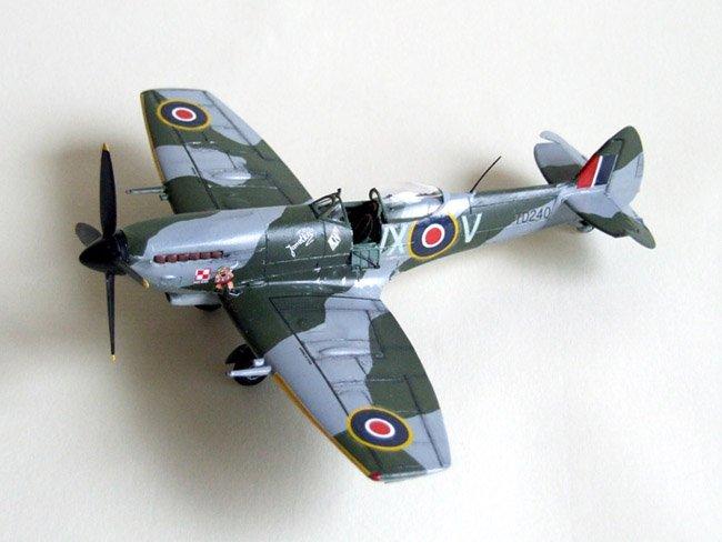 1 72 heller supermarine spitfire mk xvi by jean paul wrona rh aircraftresourcecenter com vi 101 hacks vi 113